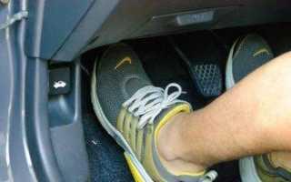 Следует ли выжимать сцепление при старте двигателя?